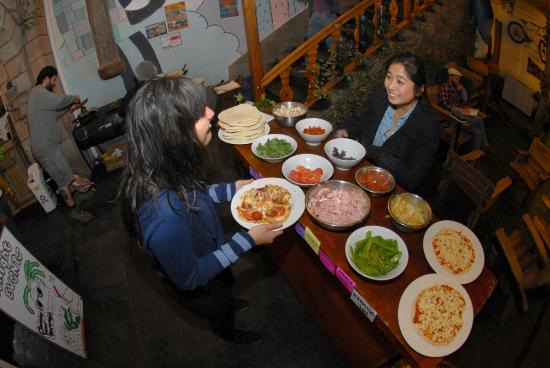 Kokopelli Hostel: FOOD EVENTS! IN THIS ONE YOU COULD MAKE YOUR OWN PIZZA