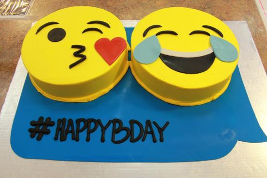 Emoji Cake! - Bild von C'est Si Bon Bakery, San Jose - TripAdvisor