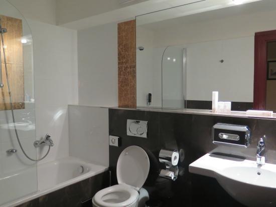 The Charles Hotel: the Bathroom