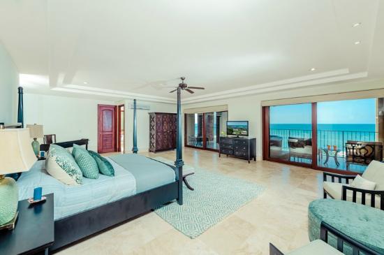 Costa Rica Surfing Company: Beachfront Penthouse
