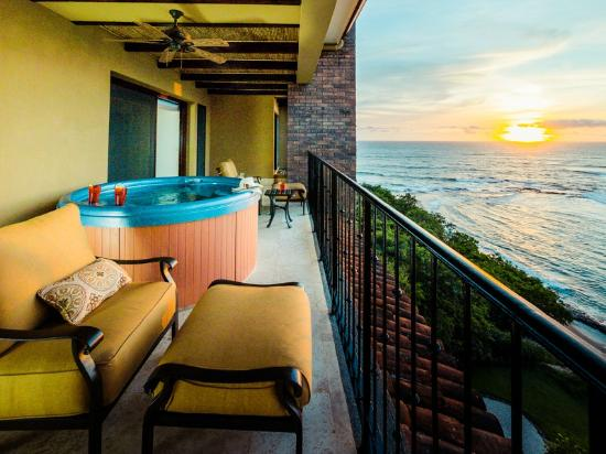 Costa Rica Surfing Company: Beachfront Penthouse