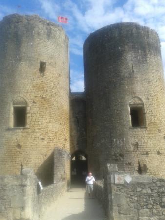 Villandraut, Frankrijk: entrée du chateau