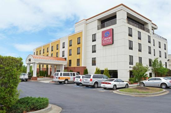 Comfort Suites Atlanta Airport : Exterior of Hotel