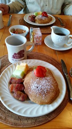 The Inn at Southwest: Breakfast at the Inn