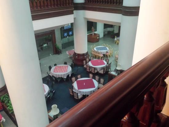Welcome Jomtien Beach Hotel: вид на холл со второго этажа