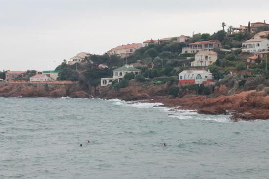 Les Flots Bleus: Beach near to hotel