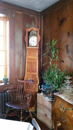 Outing Lodge at Pine Point : Antique clock in main room
