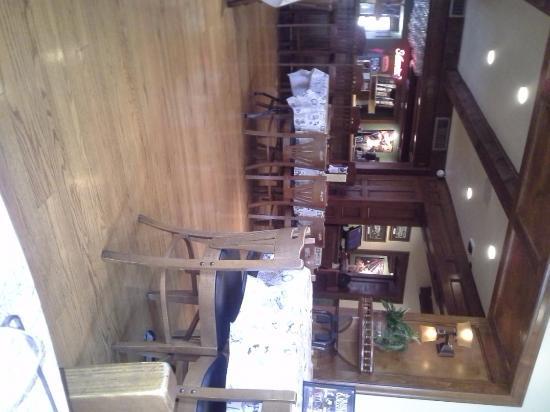 The Perk : dining room/bar