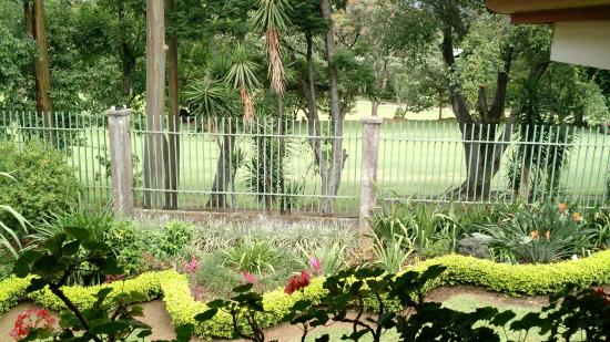 Terrazas de Golf Boutique Hotel: View of the garden and golf course from our hotel room.