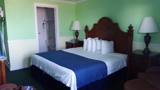 Days Inn Bar Harbor: Comfortable King bed