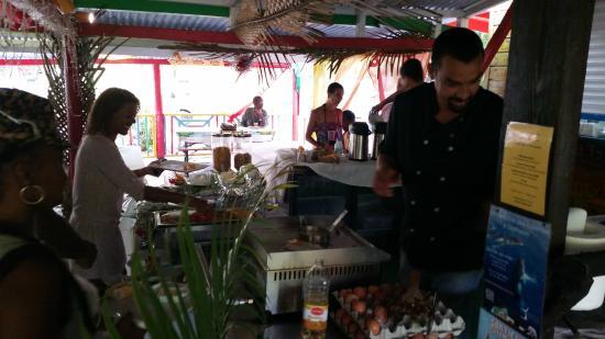 Koté Lagon : Petit déjeuner pour  la série Death in paradise (Meurtre au paradis)