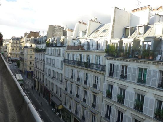 the view from room 55 bild von hotel france albion paris tripadvisor. Black Bedroom Furniture Sets. Home Design Ideas
