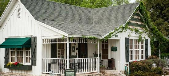 Country Woods Inn: Prairie House sleeps 8 or one wing to sleep 4