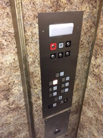 The Consulate Hotel: Attractive Elevator