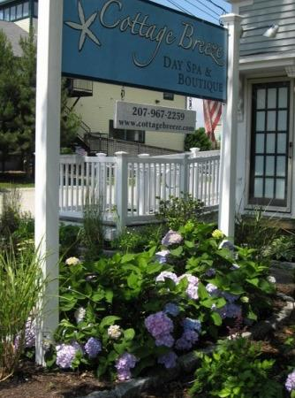 Cottage Breeze Day Spa & Boutique : Spa Garden