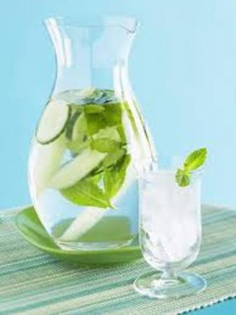 Cottage Breeze Day Spa & Boutique : Cucumber Water