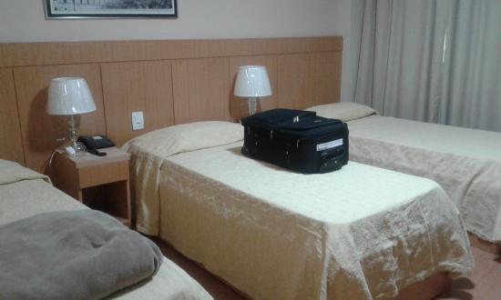 Hotel Pouso Real : Quarto com 3 camas