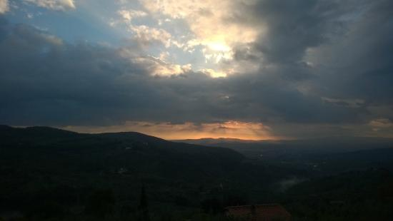 Casale Fontibucci: View of the valley & Florence
