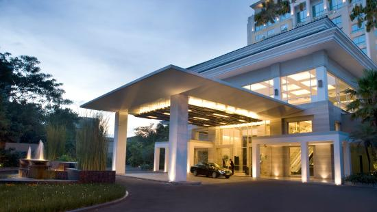 Hotel Santika Premiere Slipi: Hotel entrance