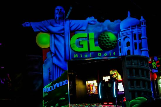 ‪Glo Mini Golf‬