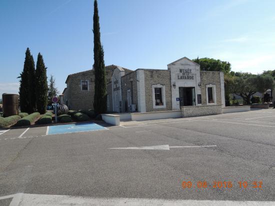 Pure Lavande - Le Château du Bois : ラベンダー博物館の外観