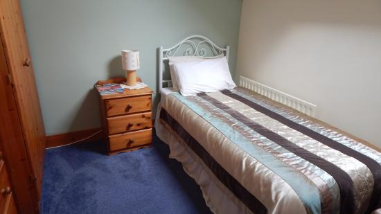 Rossmore Manor: Hobbit room