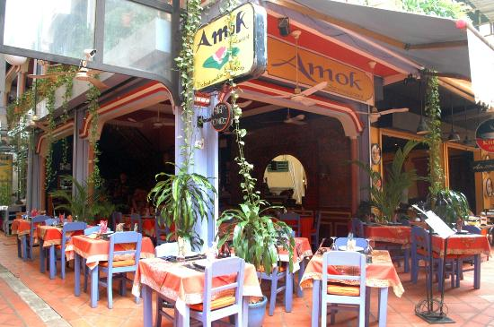 Amok Restaurant: Outdoor seating area - The passage