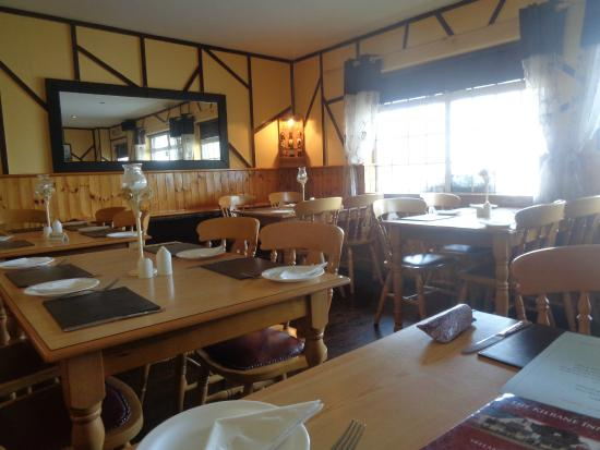The Kilrane Inn Pub and Restaurant: salle de restaurant du pub