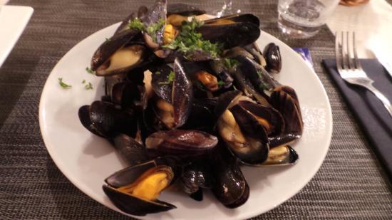 mussels picture of le grand bleu saumur tripadvisor. Black Bedroom Furniture Sets. Home Design Ideas