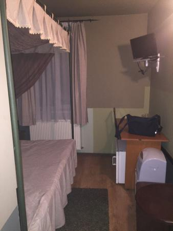 Fullton Hotel : Bed room-small but a canopy bed