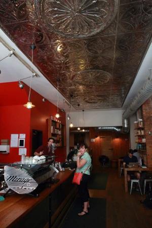 Dark Horse Espresso Bar: lovely decor