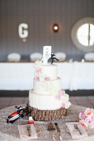 The Classic Cake wedding cake! Sooo yummy! - Picture of Classic ...