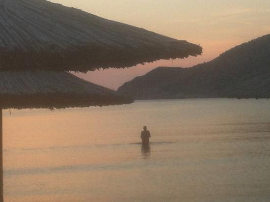 Morfeas Pension : Kamares evening swim