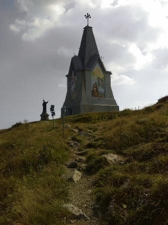Monte Guglielmo: Salita sul monte Golem e arrivo in cima al Redentore