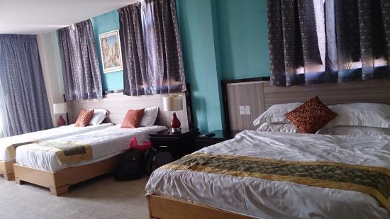 Hallmark View Hotel: Family suite
