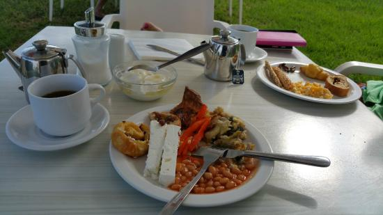 Iperion Beach Hotel: Typical hotel breakfast - you can add yoghurt, cake, egg, juice...