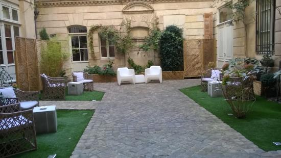 Courtyard - Photo de L\'Hotel Particulier, Bordeaux - TripAdvisor