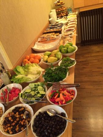 Collage Pera Hotel: Breakfast buffet and tea