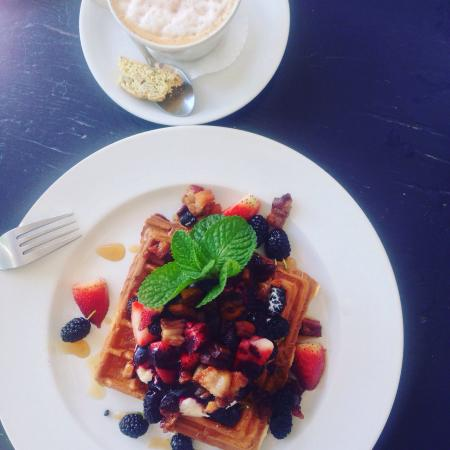 Graze Slow Food Cafe: Another delicious breakfast by Tabby! Love Graze and in my opinion it's the number one place to