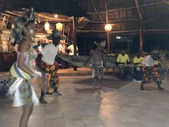 Tanzanite Beach Resort: Traditional African night