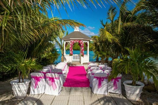 Saint Philips, Antigua: Verandah Beach Wedding