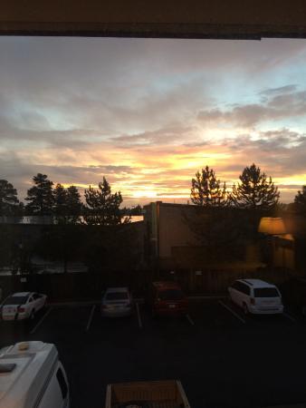 Super 8 by Wyndham Flagstaff: Sunrise out my window