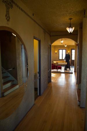Tovrea Castle at Carraro Heights: looking from front door to back door