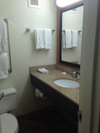 La Quinta Inn & Suites Danbury: bathroom