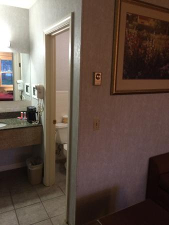 Econo Lodge Sturbridge: View looking into bathroom area.  Hair dryer didn't have any umph, ended up using the one I brou