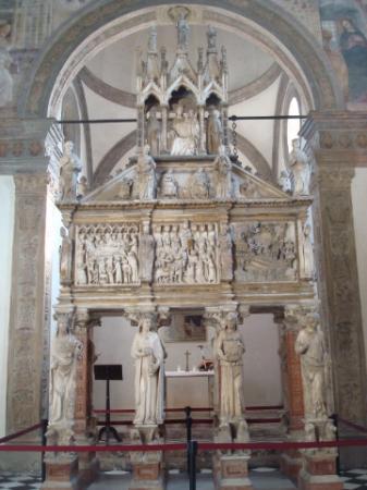 Affresco con stemma degli sforza picture of basilica di for Piazza sant eustorgio