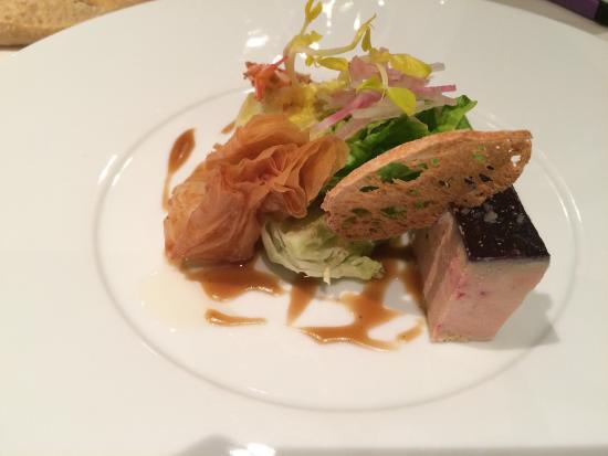 Pommiers, Франция: Une très belle cuisine. Un délice pour les papilles on y rerournera. Merci aux serveurs très gen