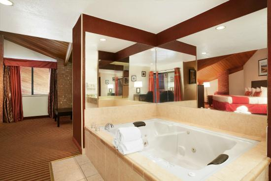 Baymont Inn & Suites Anderson : Jacuzzi