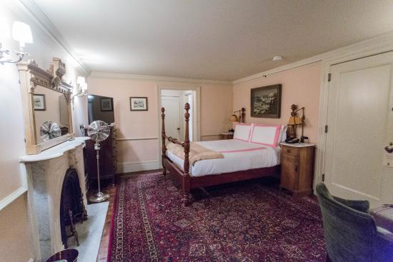 Lafayette House: Woodpecker room on ground floor