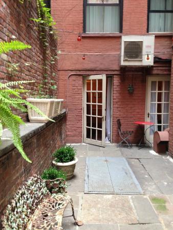 Lafayette House: Woodpecker room private garden